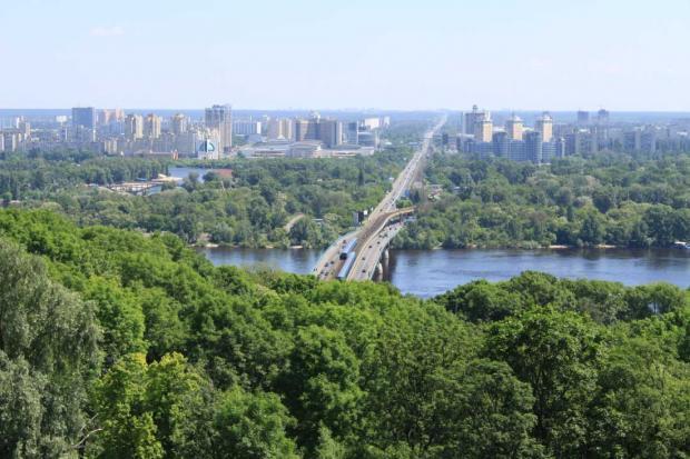 ВКиеве авария наМосковском мосту образовала пробку ввосемь баллов