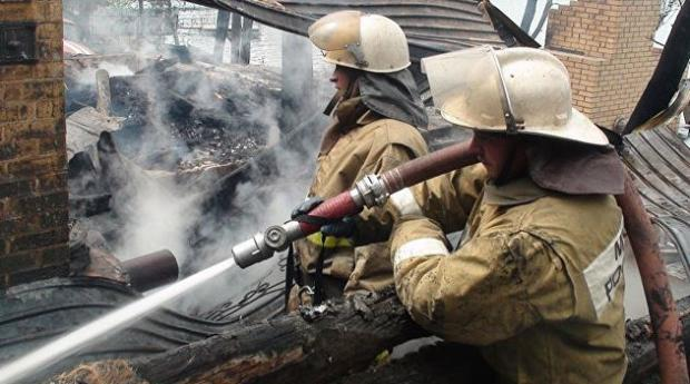 Назападе столицы произошёл пожар вангаре сосмазочными материалами