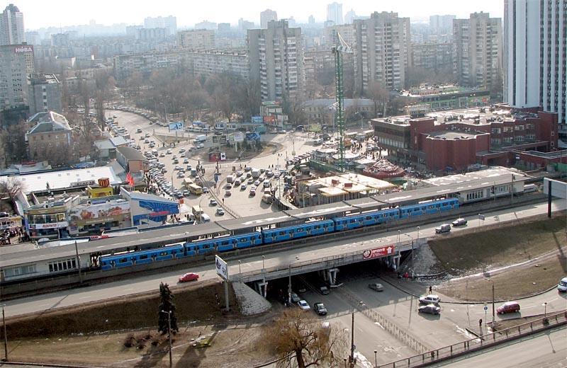 Винтернете высмеяли реконструкцию станции метро «Левобережная»