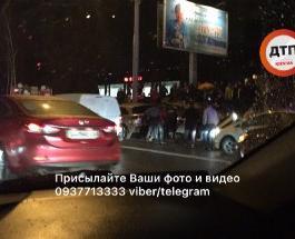 ДТП в Киеве сегодня: на проспекте Победы столкнулось несколько авто с опрокидыванием - есть пострадавшие