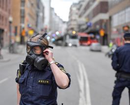 Теракт в Стокгольме: Наезд грузовика на людей - минимум трое погибших