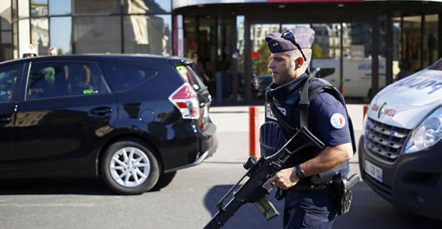 Вглобальной сети размещено видео взрыва, произошедшего накарнавале встолице франции
