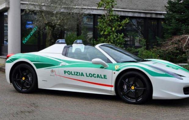 Милиция Милана пересела наконфискованный умафии Феррари