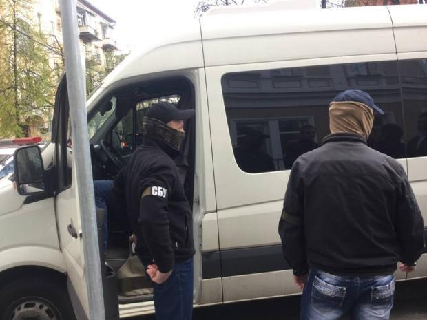 Вцентре столицы Украины неизвестные устроили стрельбу, открыв огонь поавто