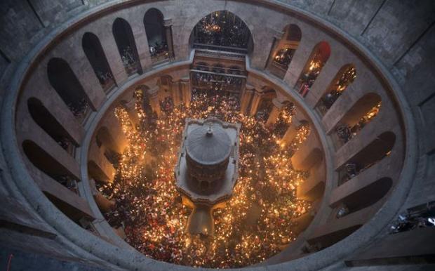 ВАлматы доставлен Благодатный огонь изИерусалима— Великая Пасха