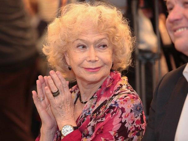 Медведев поздравил Немоляеву, «актрису редкостного таланта иогромного обаяния»