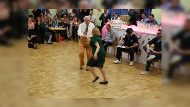 Зажгли ненашутку: соцсети порвало видео танцующих пожилых людей