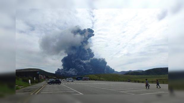 Японский вулкан Сакурадзима выбросил внебо столб пепла вышиной 3200 метров