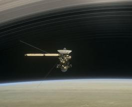 """Зонд Кассини готовится нырнуть в """"большую пустоту"""""""