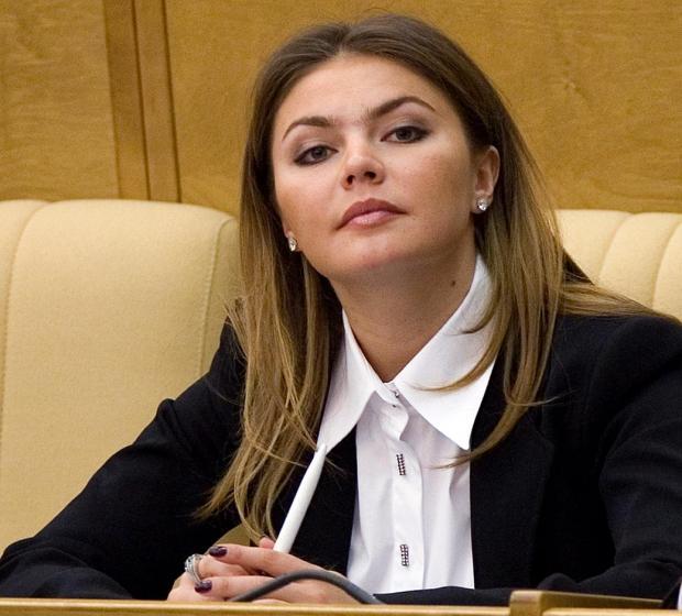 Алина Кабаева поразила фанатов собственной стройной фигурой впрозрачном одеяние