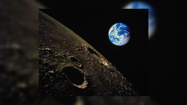 На фото НАСА уфологи отыскали огромную пирамиду на Луне ...: https://joinfo.ua/hitech/space/1205521_Na-foto-NASA-ufologi-otiskali-ogromnuyu-piramidu.html