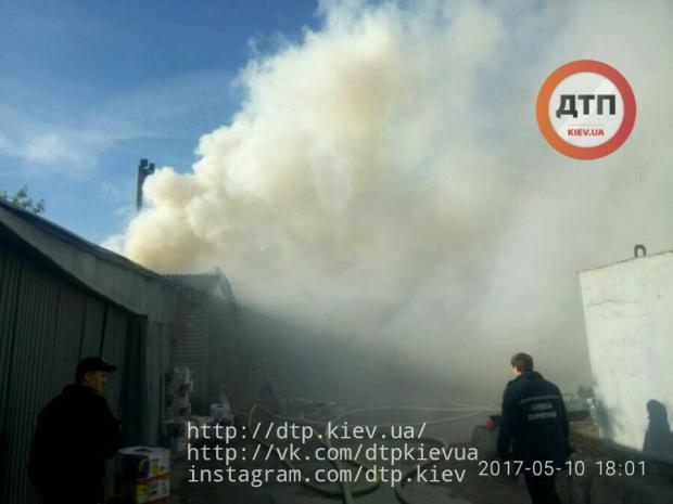 НаДарницком рынке вКиеве произошел пожар: появились фото