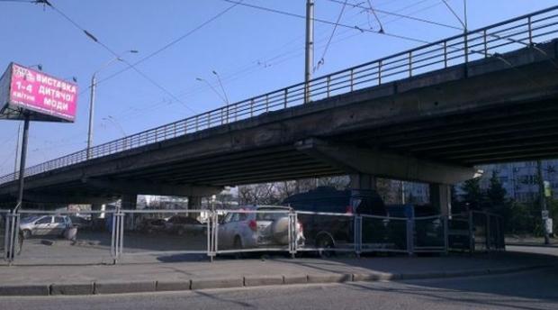 Движение намосту около метро «Нивки» вКиеве ограничат с16мая