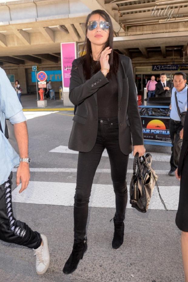 Адриана Лима: папарацци засняли модель в аэропорту Ниццы