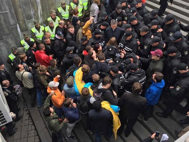 Вовремя массовых мероприятий вКиеве пострадал полицейский