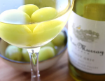 Белое вино можно охладить замороженным виноградом