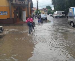 Ливень в Черновцах затопил вокзал и центр города