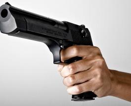 """Король Таиланда получил """"выстрел"""" в спину из игрушечного пистолета"""