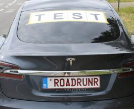 Полноприводная модель Tesla Model S проехала 900 км без подзарядки