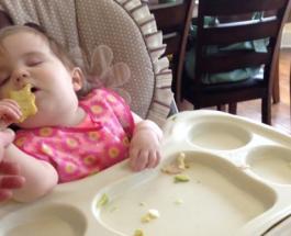 Смешное видео про детей: внезапный сон и пробуждение