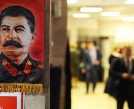 Известный карикатурист высмеял мемориальную доску Сталину