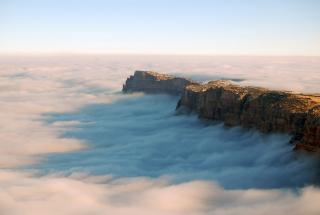Необычное природное явление в Китае: море из облаков в горах