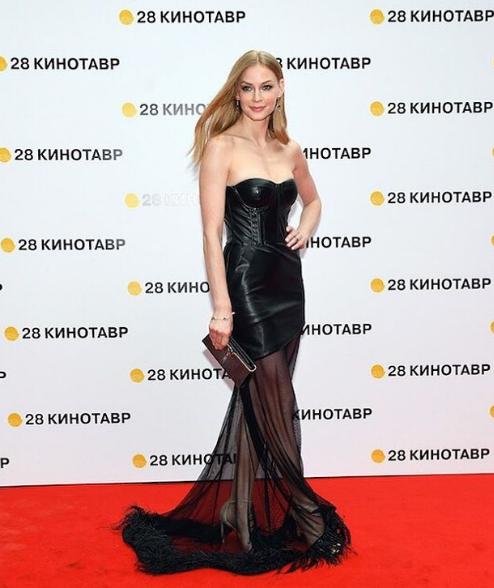 Открытие «Кинотавра» в Сочи: блистательные наряды российских звезд на красной дорожке