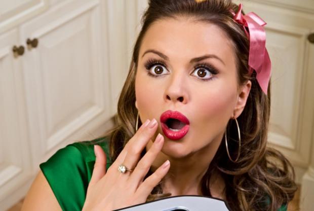 Анна Семенович заинтриговала почитателей снимком всвадебном одеяние