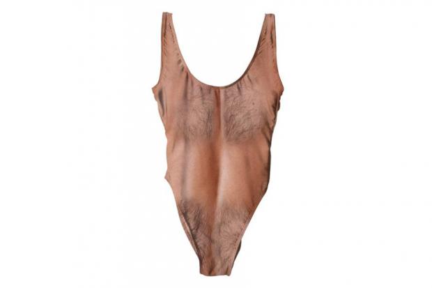 Это странно: ВСША выпустили купальник симитацией волосатой груди