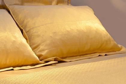 Итальянский отель предложил туристам постельное белье иззолота