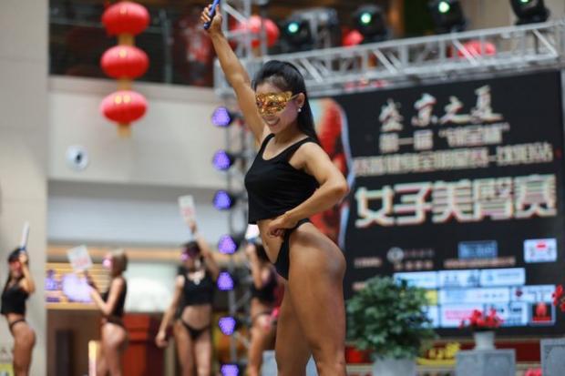 """В Китае провели аналог бразильского конкурса """"Мисс Бум-Бум"""""""