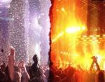 «Делал панорамный снимок во время концерта, но в процессе свет изменился, и вот результат!»