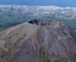 Вулкан Везувий проснулся: почему волнуются калифорнийцы