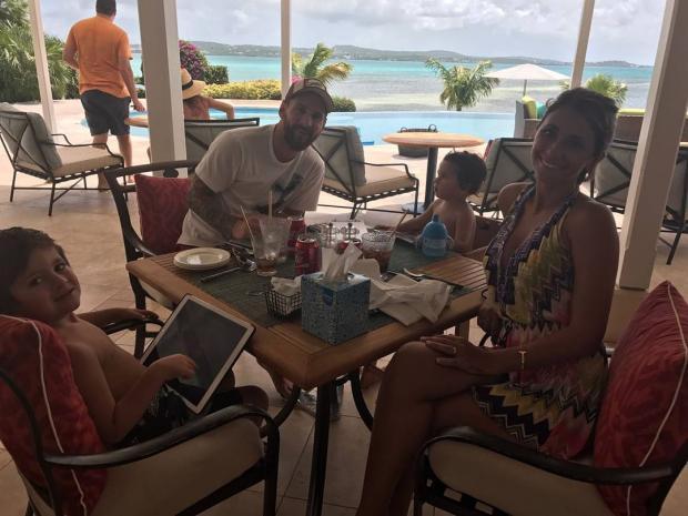 """Лионель Месси проводит медовый месяц на Карибах: """"Мальчики веселятся"""""""