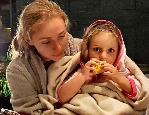 навка с дочерью