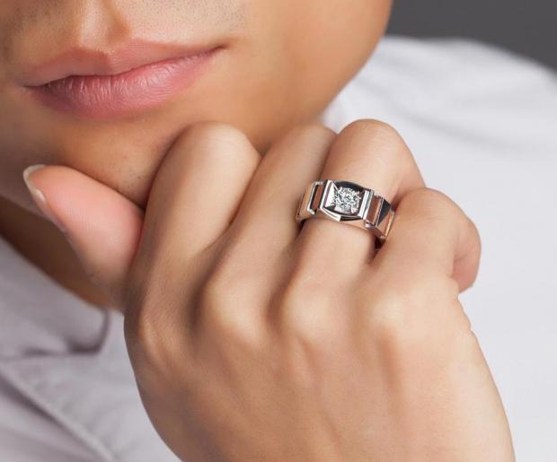 Кто должен покупать обручальные кольца