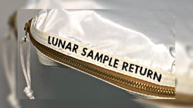 Сумку Армстронга слунной пылью продали за1,8 млн долларов
