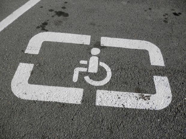 Порошенко согласовал увеличение штрафов запарковку наместах для людей сограниченными возможностями