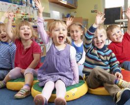 Забавное видео: двухлетняя девочка опечалена детсадом и хочет в юршколу