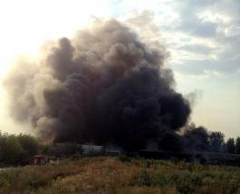 Пожар в Днепре: огонь с завода перекинулся на жилые дома - СМИ