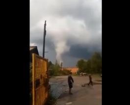 Смерч в России повалил линии электропередач