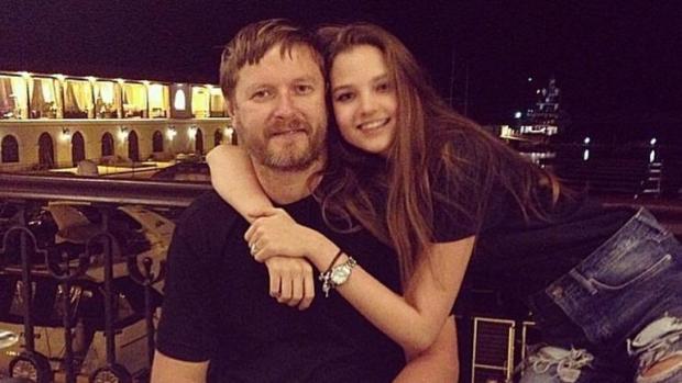 Дочь Кафельникова написала отцу вTwitter онаркозависимости