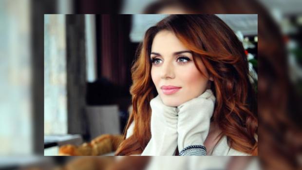 У эстрадной певицы  Анны Седоковой прямо насцене «лопнуло» одеяние