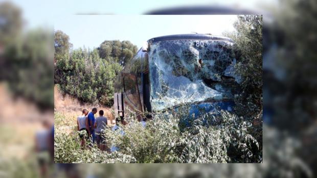НаКрите туристический автобус попал вДТП, один человек умер