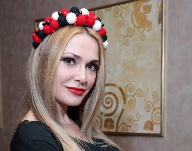 Сумская официально подтвердила, что стала бабушкой