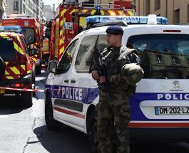 В Марселе неизвестная плеснула соляной кислотой в туристок из США