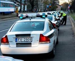 ДТП в Риге: автомобиль въехал в группу детей