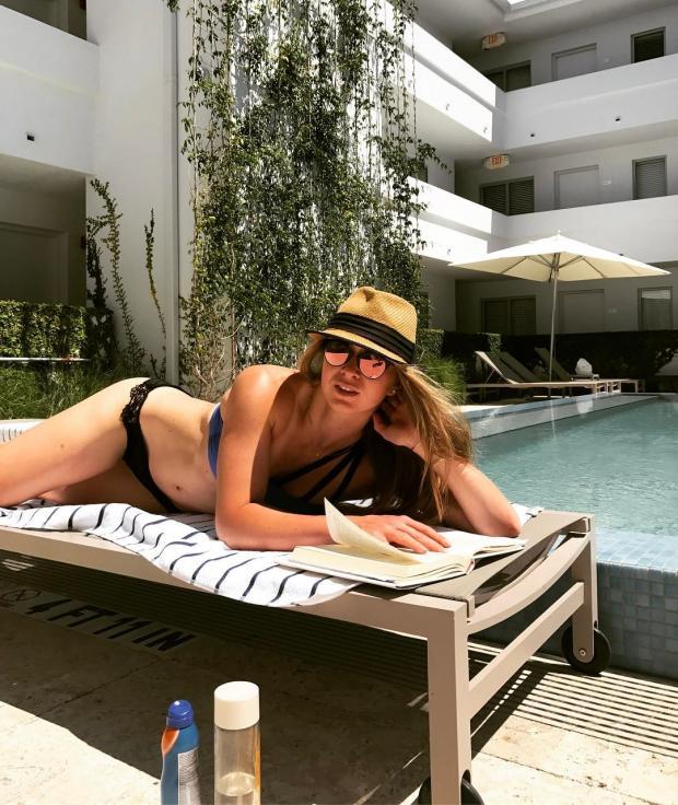 Порно в купальниках фото