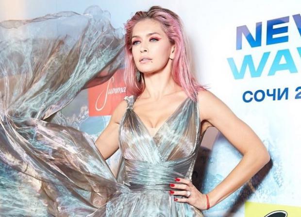 Image result for вера брежнева с розовыми волосами сочи