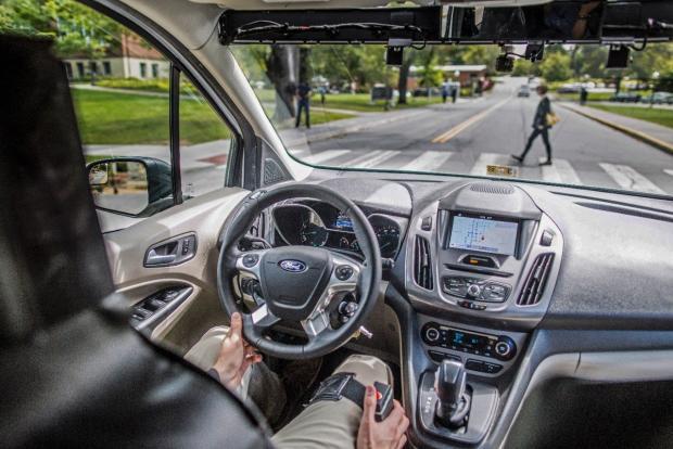 Форд предлагает световые сигналы для общения пешеходов сбеспилотниками
